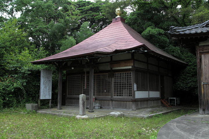 阿部神社の境内にある幸福寺地蔵堂
