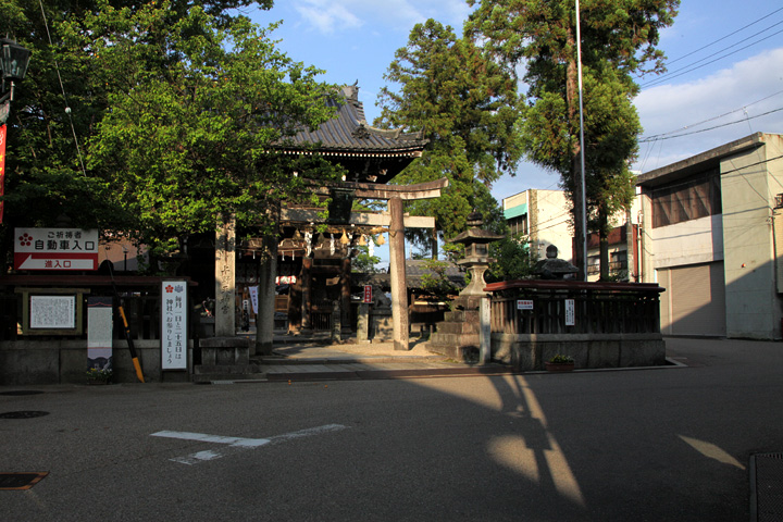 菅原神社(上野天神宮)前の鍵の手