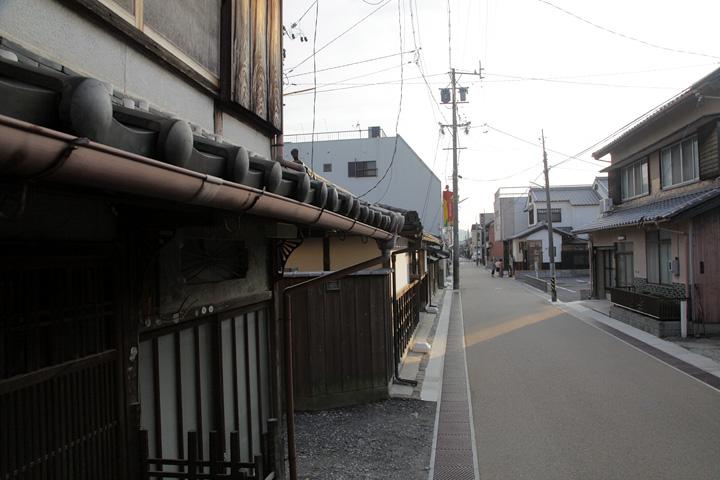 入交家住宅(上野相生町)前の通り