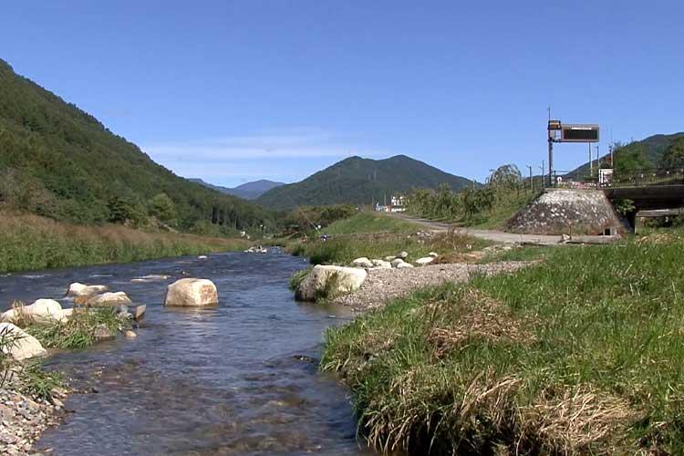 木祖村を流れる木曾川