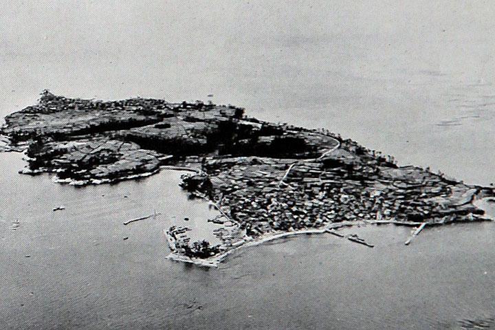 水を待つ篠島