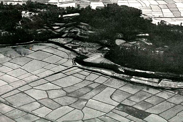 田圃のなかに点在する皿池 提供:愛知用水総合管理所