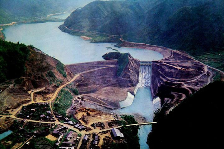 下流から見た牧尾ダム 提供:愛知用水総合管理所