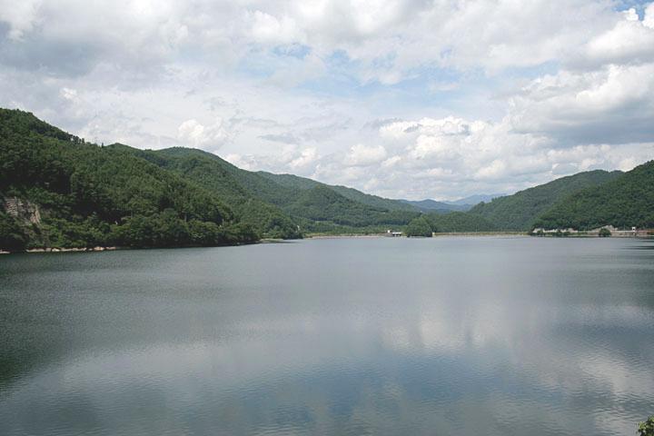 御嶽湖と牧尾ダム