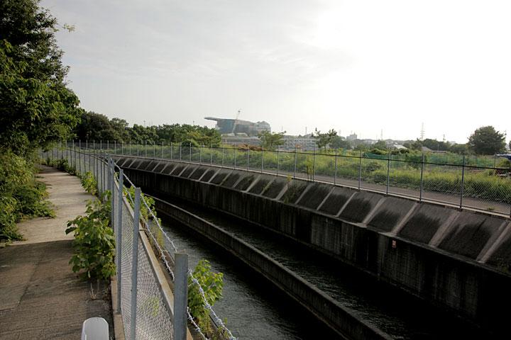 競馬場付近の開水路