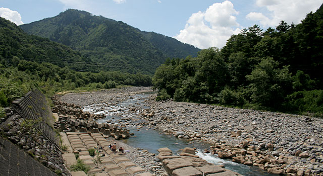 牧尾ダム上流の王滝川