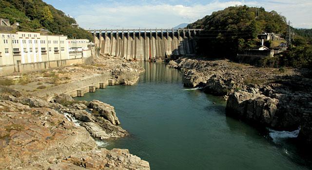 関西電力大井ダム 写真右下に阿木川が合流している