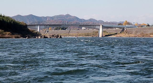 木曽川 前方は新太田橋