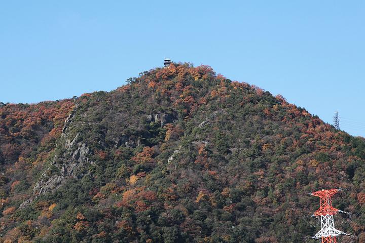 山頂に猿啄城跡(史跡)