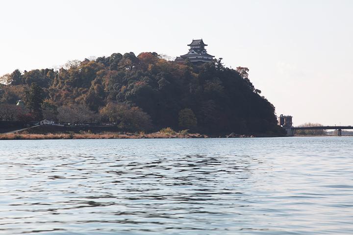 木曽川からみた国宝犬山城