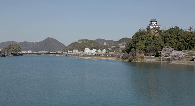 国宝犬山城と木曽川