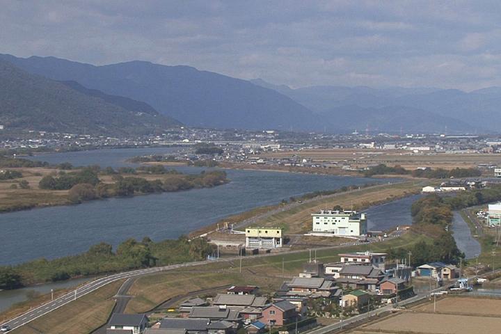 左手は海津市を流れる揖斐川