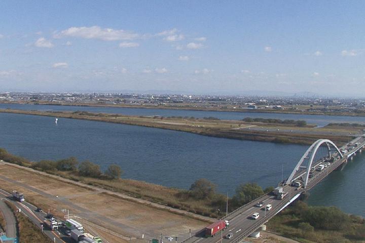 立田大橋の下を流れる長良川、木曽川