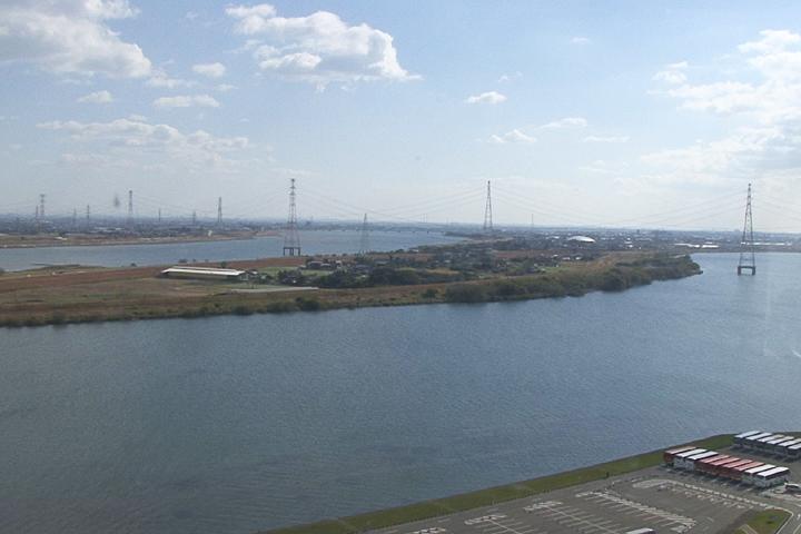 長良川、木曽川越しに見える愛西市
