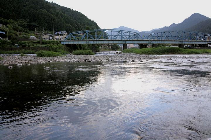 八幡町吉田川と合流