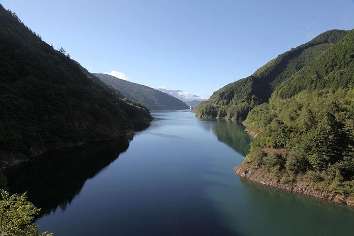 奥木曽湖 写真中央に小さく見えるのが味噌川ダム