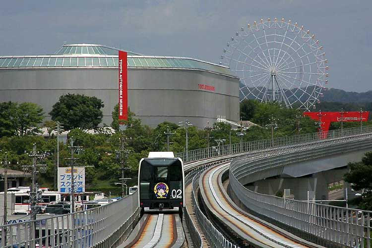 トヨタ博物館が前方に見える