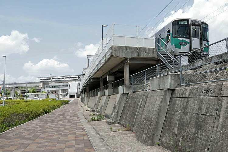 愛知環状鉄道八草駅とリニモ八草駅