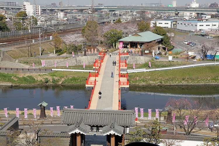 清洲城(復元)天守閣から見た清洲古城跡