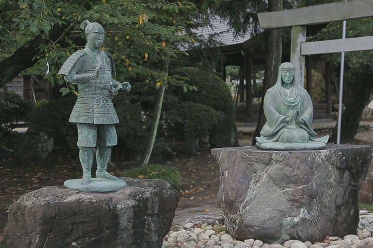 堀尾金助と母の像(掘尾史跡公園)