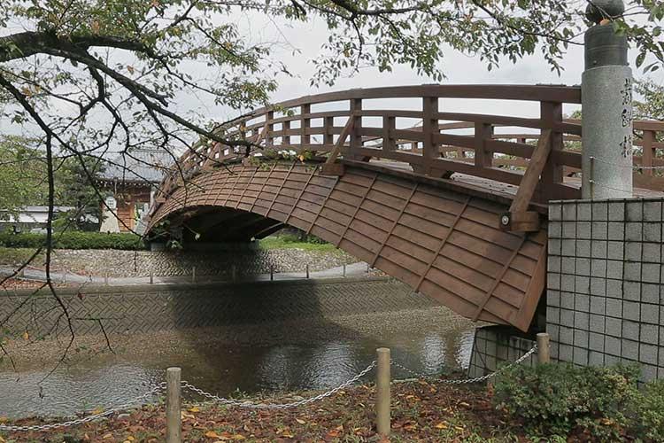 再建された裁断橋