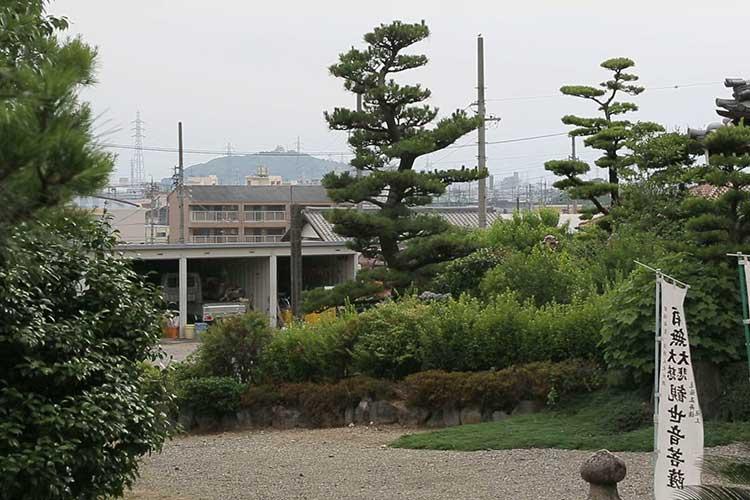 小松寺山砦跡から小牧山を見る