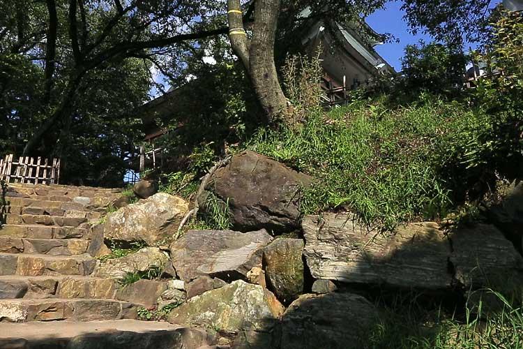 露出している信長時代の石垣