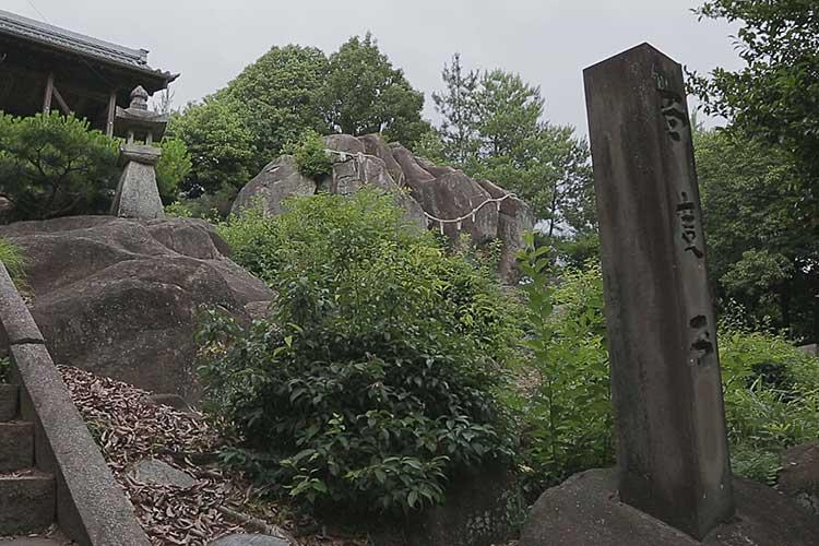 熊野社にある百度石