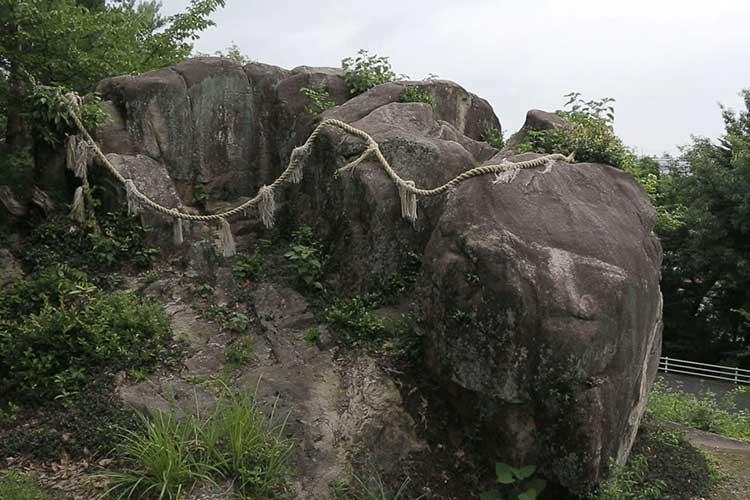 この山の石は名古屋城築城にも使われた