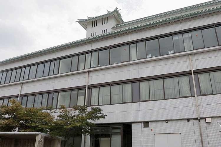 産業文化会館(蟹江城址公園北東)