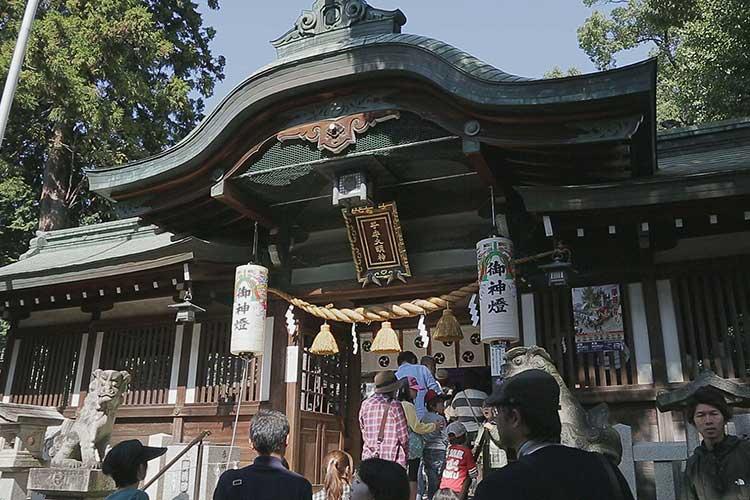挙母神社拝殿