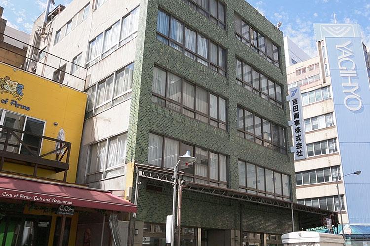 吉田商事株式会社</br>屋外1F壁