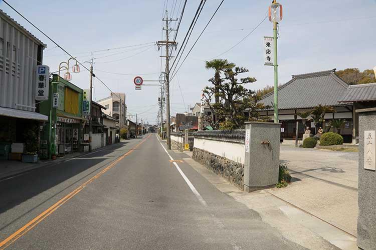 来應寺前の知多街道