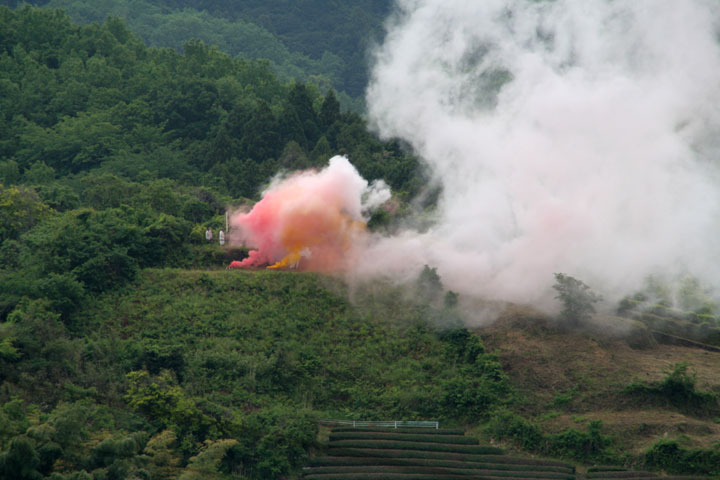 鳶ヶ巣山からの狼煙を合図に祭りが始まる