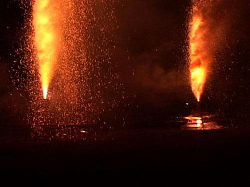 炎の祭典フィナーレへ