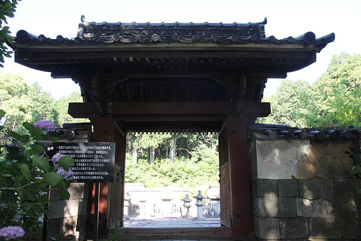 東御廟所門