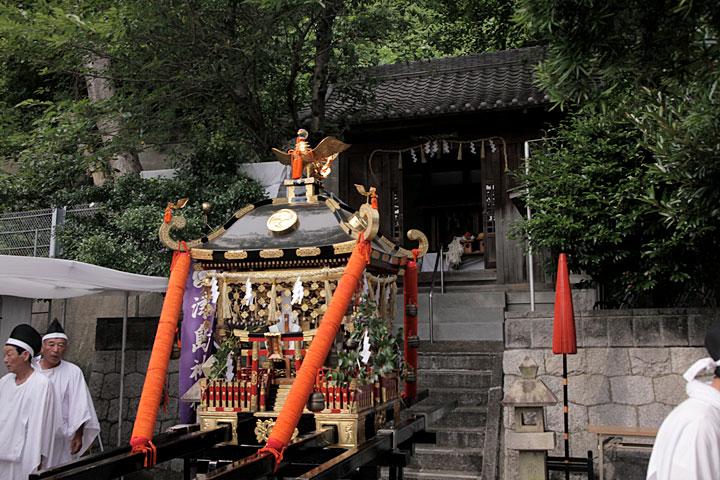 津島神社へ到着、還御される神輿