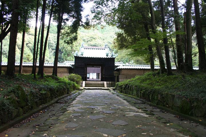 1尾張藩祖徳川義直候の廟所竜の門