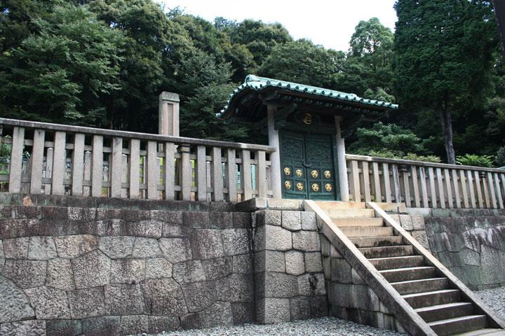 唐門と義直の墓標
