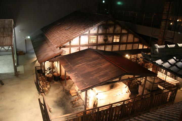『陶房(モロ)』 石炭窯と高さ約9mの煙突