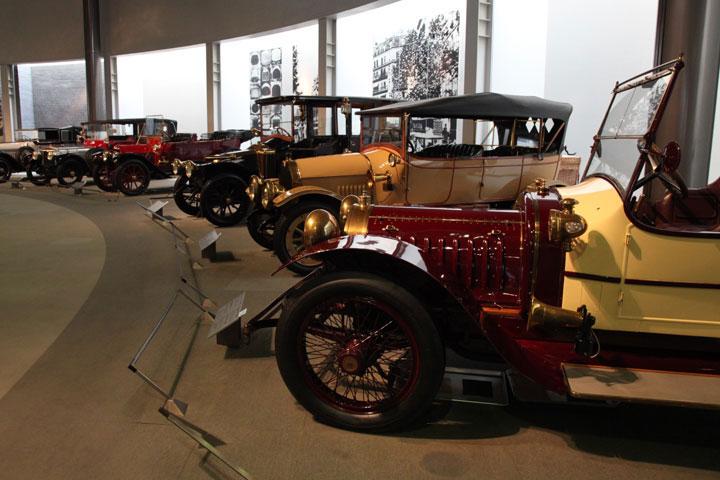 ステイタスをのせた豪華な車(1910年~1930年代)