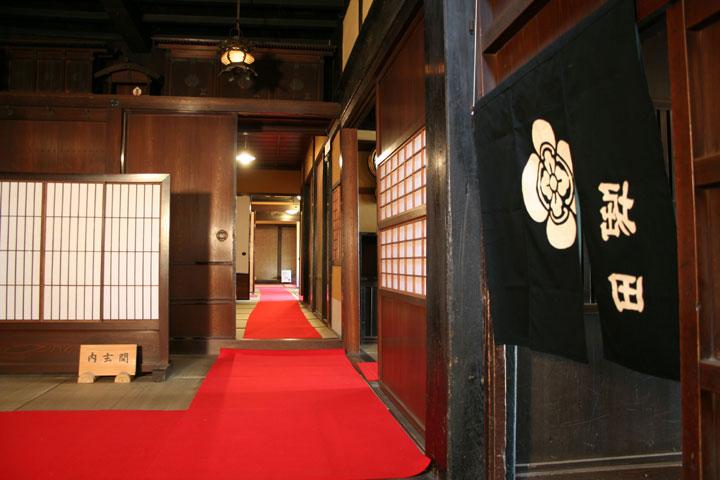 座敷へ通じる廊下