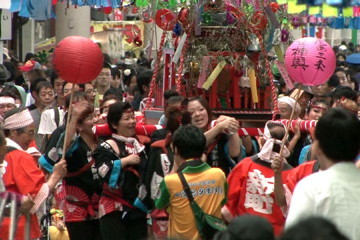 女御輿パレード