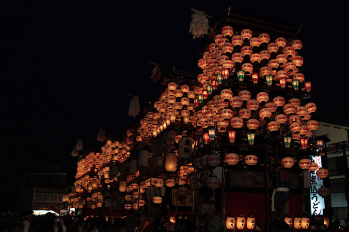 犬山城前広場 提灯の点灯