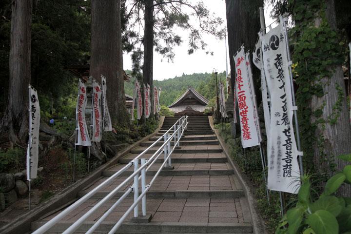 田峯観音参道