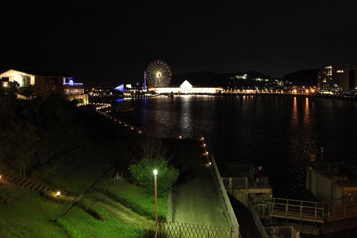 ラグーナヒル側からみたフェスティバルマーケットの夜景