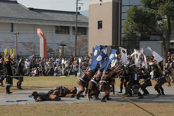 細川・黒田軍に囲まれた島左近