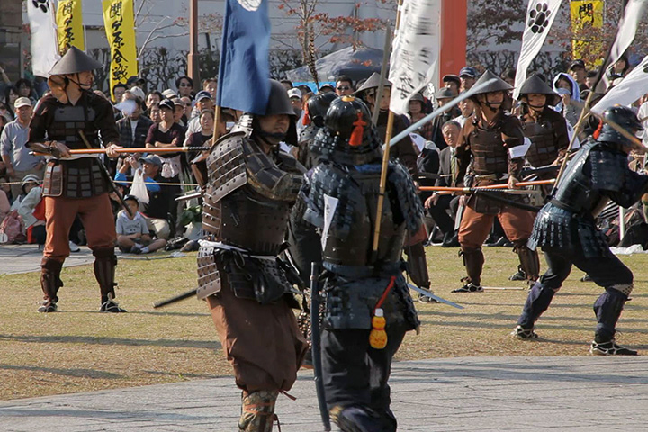 石田三成を逃がすため奮戦する島左近隊