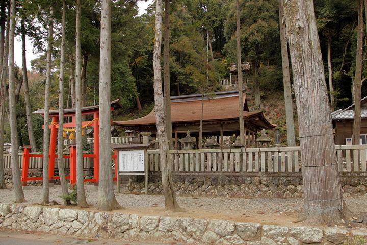 拝殿は国指定文化財に指定されている