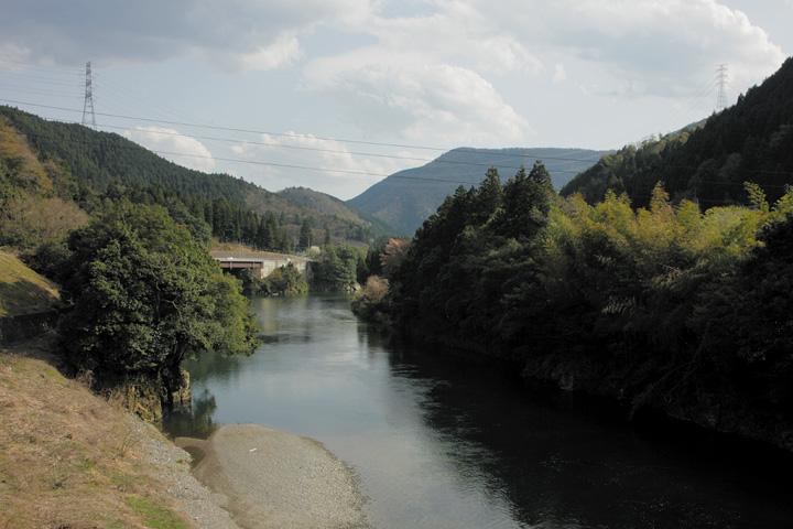 根尾川(高尾駅を過ぎたあたり)